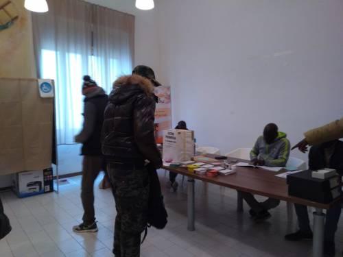 In fila per votare per le elezioni in Senegal  4