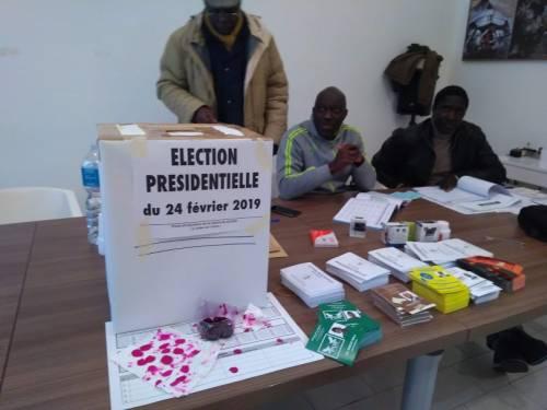 In fila per votare per le elezioni in Senegal  6
