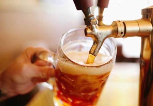 Ditta Usa dà a una birra il nome di un dio indù. Ira di New Delhi