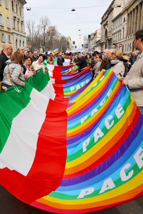 """Milano, le immagini della manifestazione """"People, prima le persone"""" 3"""