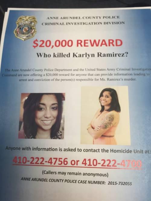 L'ex compagno l'ha uccisa mentre teneva in braccio la figlia