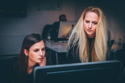 Come il carico mentale nelle donne rallenta la carriera