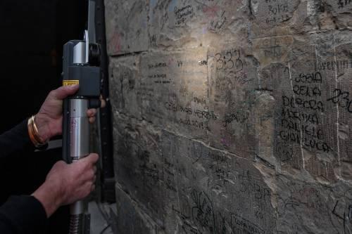 Il laser che cancella le scritte dai muri 2