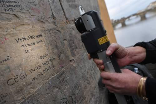 Il laser che cancella le scritte dai muri 3