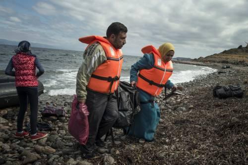 I migranti assediano i residenti: adesso la Grecia rischia il caos