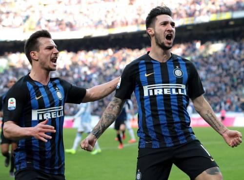 Serie A, l'Inter batte 2-0 la Spal e si porta meno uno dal Milan. Il Napoli frena