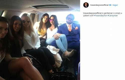 Travers Beynon con le sue ragazze sexy 10