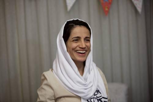 Iran, l'avvocata per i diritti umani Nasrin Sotoudeh condannata a 33 anni di carcere e 148 frustate