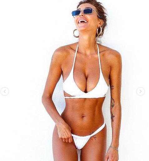Cristina Buccino siparietti hot in vacanza alle Maldive 8