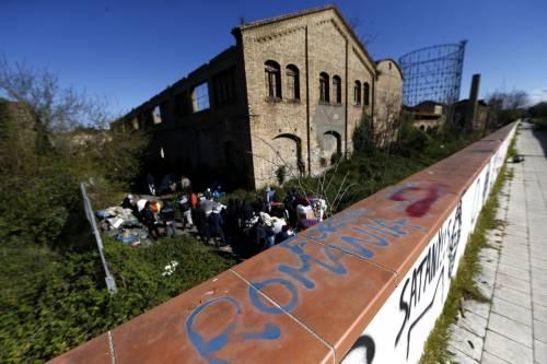 Roma, sgomberato rudere occupato: c'è un malato di tubercolosi tra gli sfollati