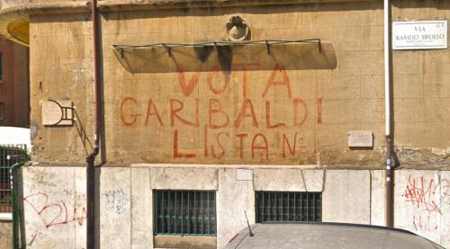 """Roma, cancellata la storica scritta """"Vota Garibaldi"""". Comune: """"La ripristiniamo"""""""