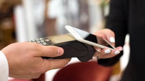 Pagamenti, nel 2022 carte e wallet supereranno il contante