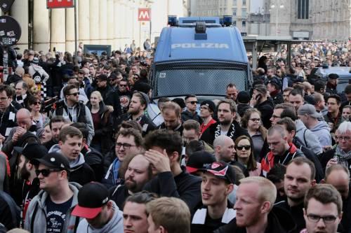 Milano, birra a fiumi per i tifosi tedeschi dell'Eintracht 6