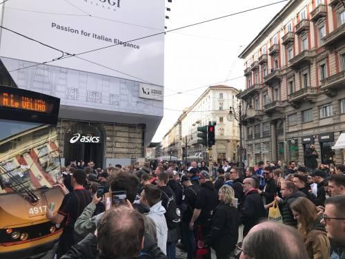 Milano, birra a fiumi per i tifosi tedeschi dell'Eintracht 8