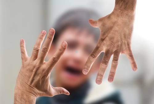Spagna, schiaffo al figlio che non vuole lavarsi: condannata al carcere