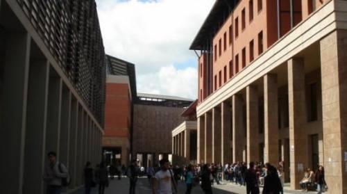 Firenze, terrore all'università: nordafricani entrano alla festa e accoltellano studenti