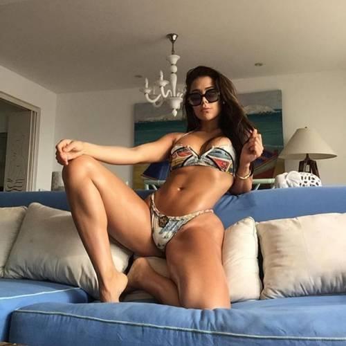 Alexandra Mendez spopola su Instagram: gli scatti della sexy venezuelana 3