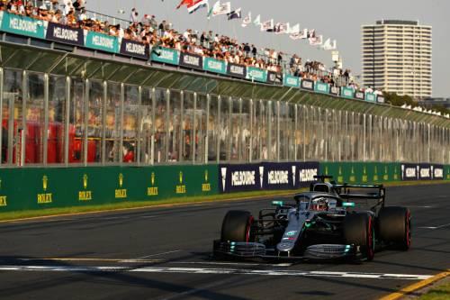 Formula Uno, Melbourne: dominio Mercedes, Hamilton in pole. Terzo Vettel