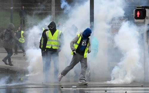 Gilet gialli scatenati: Parigi a ferro e fuoco tra  scontri e arresti