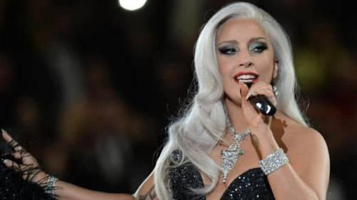 Lady Gaga innamorata di Frank Sinatra, gli dedica a sorpresa due canzoni