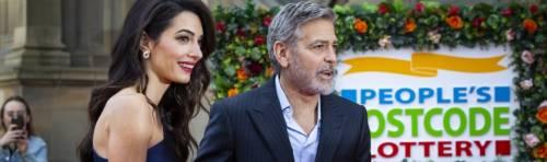 George Clooney: amore a Edimburgo (ma per una giusta causa) con la moglie Amal