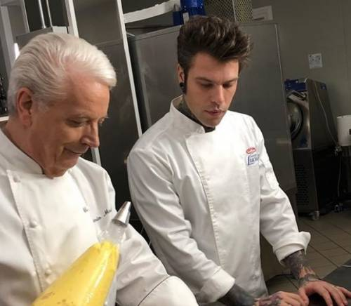Fedez a lezione di pasticceria dal maestro Iginio Massari