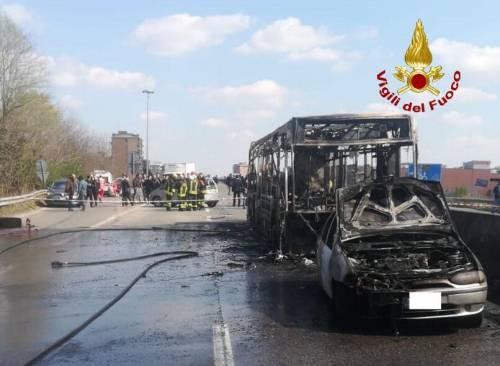 """Senegalese dà fuoco al bus: """"Ora vendico i morti in mare"""""""