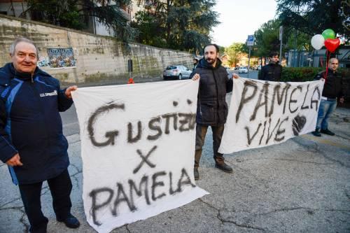 "Pamela, scontro in aula: ""Era già morta"", ""No l'ha accoltellata"""