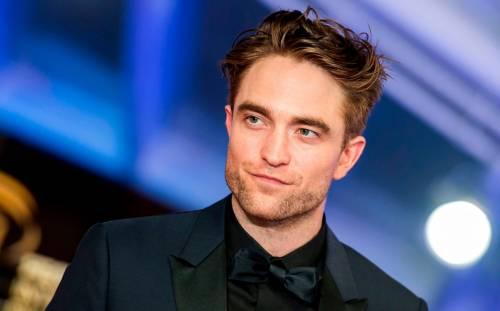 Batman, Robert Pattinson con il costume del supereroe nel primo video ufficiale