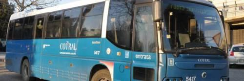 Roma, anziano distrugge vetro del bus e picchia l'autista