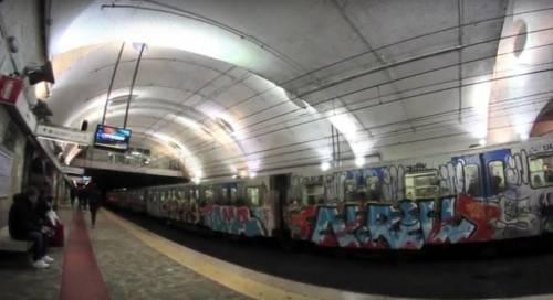 Roma, metro senza aria condizionata: malore per un passeggero