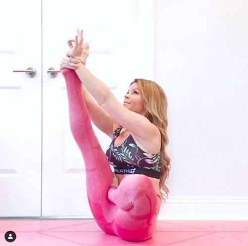 """Colpita da ictus mentre fa yoga: """"La posizione mi ha strappato un'arteria"""""""