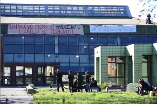 """Torino, anarchici occupano altra scuola. La Lega: """"Sgombero subito"""""""