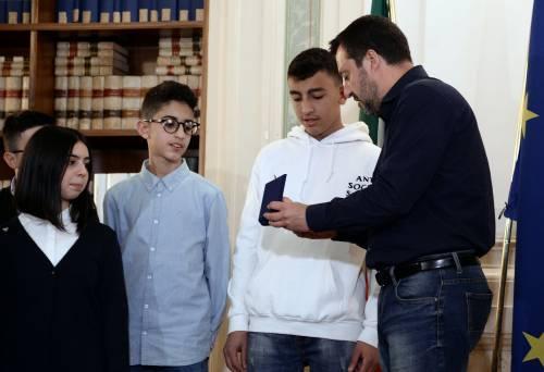 Cittadinanza Ramy e Adam, Salvini incontra i ragazzi e prende un gelato con loro