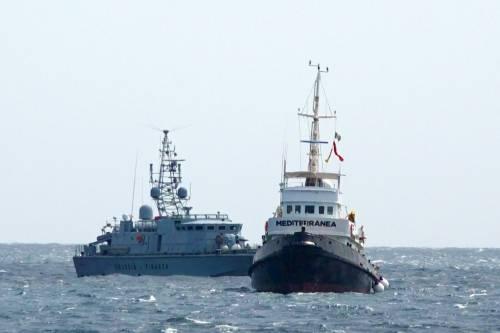 La Guardia Costiera a bordo: c'è l'ispezione sulla Mare Jonio