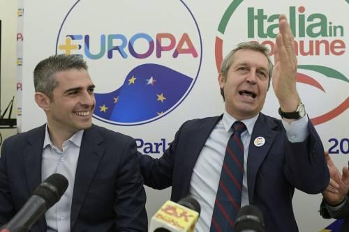 """Pizzarotti tradisce i Verdi e si mette con +Europa: """"Ci ha preso in giro"""""""
