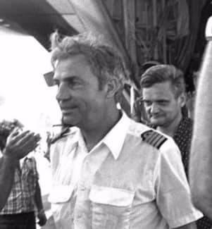 Morto Michel Bacos, il pilota-eroe che rimase sull'aereo con gli ostaggi