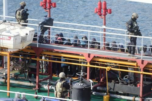 Migranti, ora lo dice pure l'Ue: La Libia è un Paese affidabile