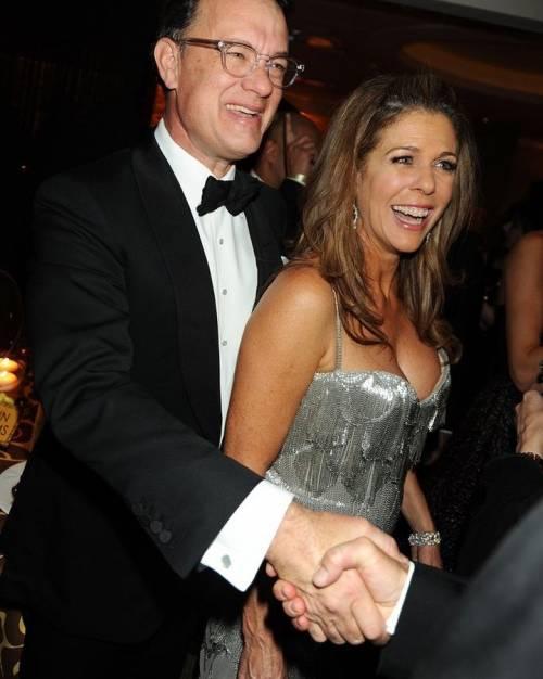 """Tom Hanks, la moglie rivela: """"Se fossi morta di tumore gli avrei chiesto una festa"""""""