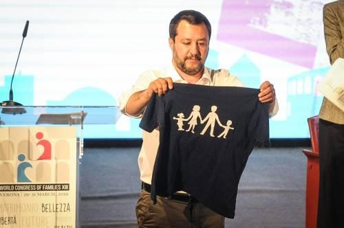 """Attacco choc dei moralisti tedeschi: """"Salvini ha 2 figlie da 2 donne diverse"""""""