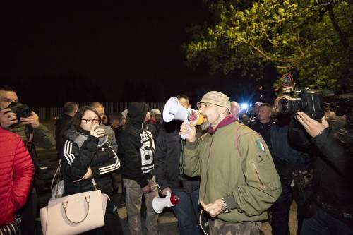 Roma, ira dei cittadini contro i rom: esplode la protesta 4