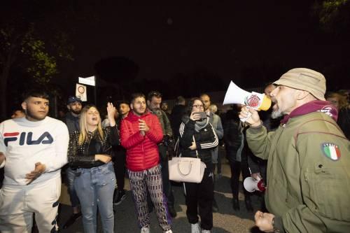 Roma, ira dei cittadini contro i rom: esplode la protesta 2