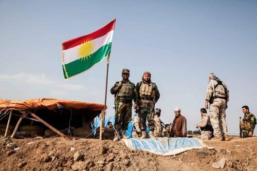 Trump volta le spalle ai curdi: dimezzati fondi ai peshmerga