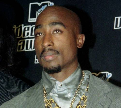Spunta foto di un uomo, potrebbe davvero essere Tupac Shakur?