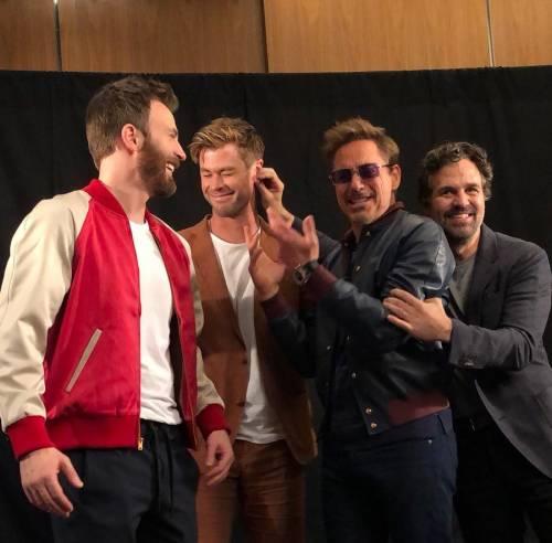 Le star di Avengers fanno beneficenza per i loro piccoli fan malati
