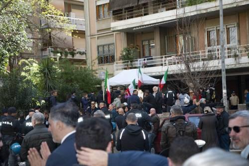 """Casal Bruciato, residenti in protesta: """"Le case prima agli italiani"""" 3"""