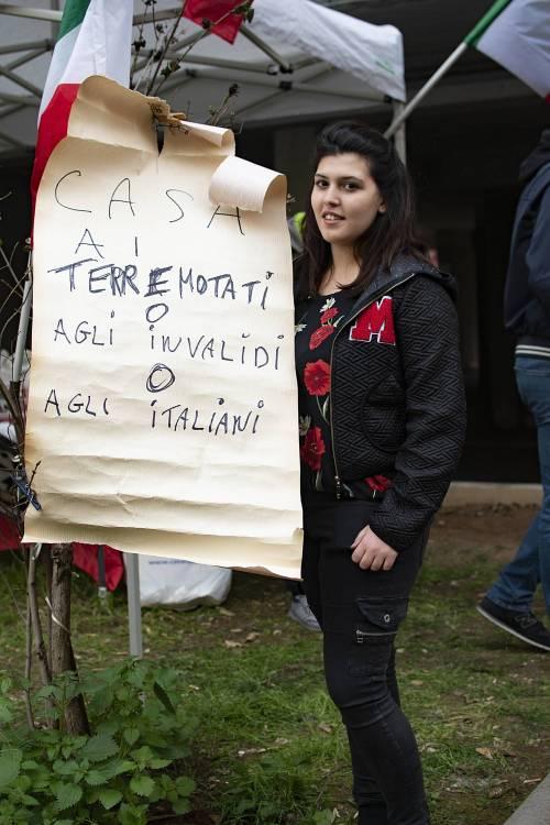 """Casal Bruciato, residenti in protesta: """"Le case prima agli italiani"""" 6"""