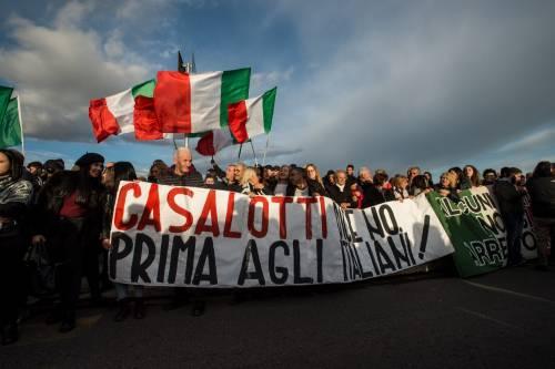 Roma, la protesta anti-rom arriva anche a Casalotti