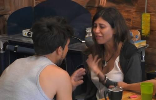 """Grande Fratello, Mila Suarez piange per Alex Belli: """"Voleva un figlio da me"""""""