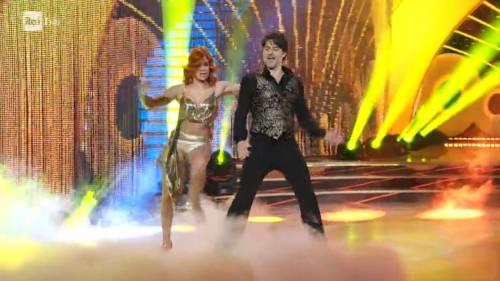 Ballando con le Stelle hot, cede la gonna di Alessandra Tripoli